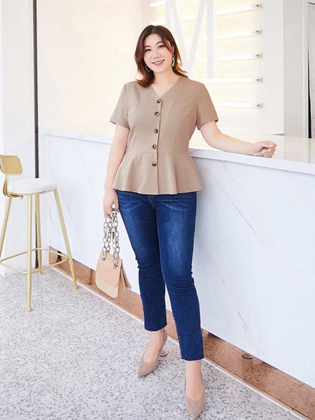纤莉秀女装品牌2019春夏新款大码胖mm遮肚子显瘦优雅复古V领单排扣衬衫