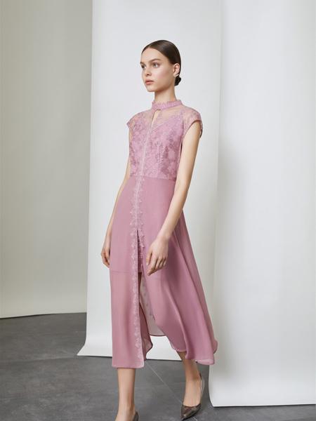 红凯贝尔女装品牌2019秋季新款时尚圆领蕾丝刺绣大摆修身连衣裙