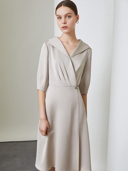 红凯贝尔女装品牌2019秋季新款韩版长袖气质修身高腰米色A字裙V领连衣裙