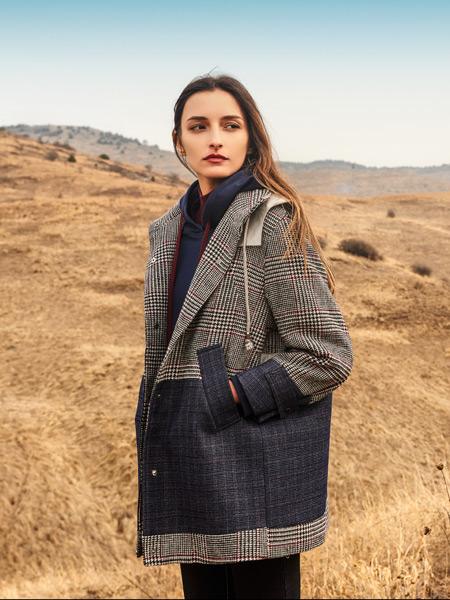 浩洋国际女装品牌2019秋冬新款韩版宽松复古格子西装领外套