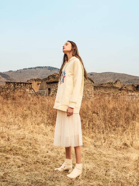浩洋国际女装品牌2019秋冬新款慵懒风宽松拼接假两件卫衣连衣裙
