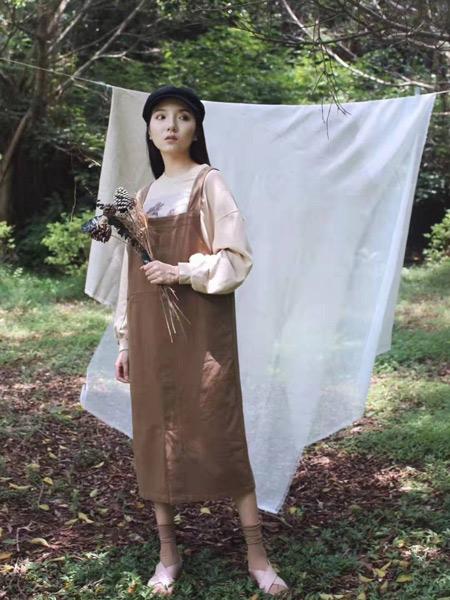 薇薇希女装品牌2019秋季新款休闲吊带连衣裙背心裙套装