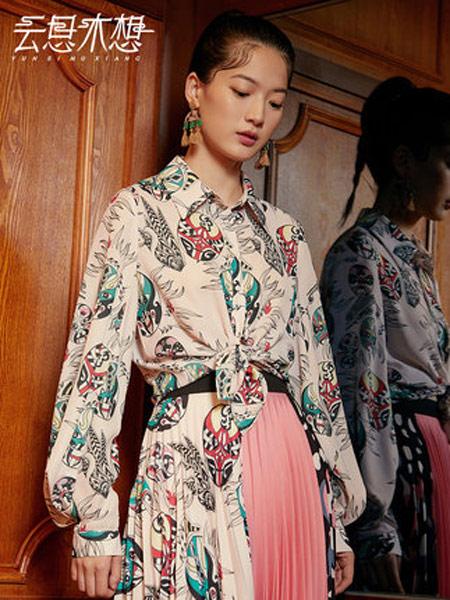 云思木想女装品牌2019秋季新款方领长袖弧形衣摆衬衫