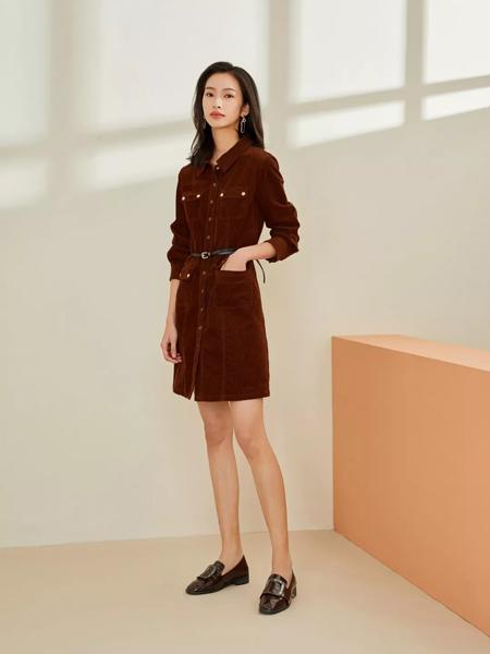 领秀女装品牌2019秋季新款复古韩版长袖宽松中长款显瘦连衣裙