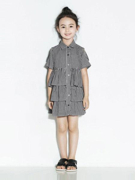 时尚小鱼童装品牌2019春夏新款女童格子露肩短袖连衣裙