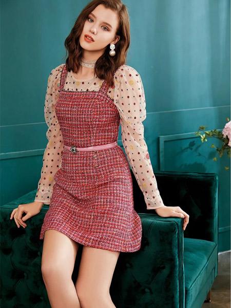 欧点女装品牌2019秋季新款温柔风花边雪纺打底衫+荷叶边双排扣背带裙