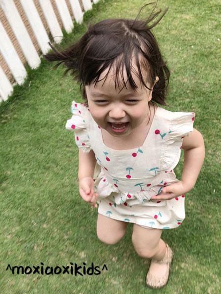 莫小汐童装品牌2019秋季娃娃领无袖樱桃连衣裙