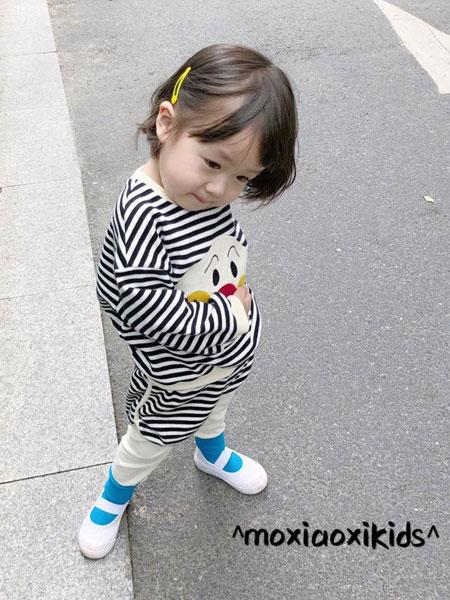 莫小汐童装品牌2019秋季条纹面包超人卫衣两件套