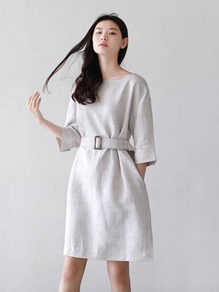 蔻贝卡女装品牌2019春季新款格纹廓型简约亚麻连衣裙束腰带气质中长款