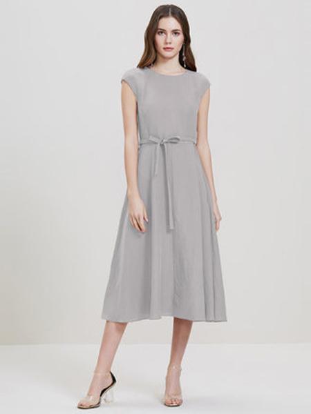 showlong、舒朗、美之藤、高歌女装品牌2019春夏新款中长款气质优雅时尚高腰圆领无袖连衣裙