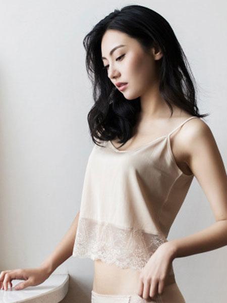 桑之恋内衣品牌2019春夏简约纯色蕾丝拼接短款真丝吊带背心