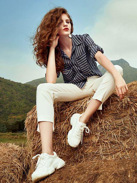 奥伦提女装品牌2019春夏新款通勤时尚竖条纹衬衫