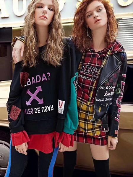 夺宝奇兵女装品牌2019秋季新款时尚撞色格纹中长款宽松T恤舒适全棉上衣