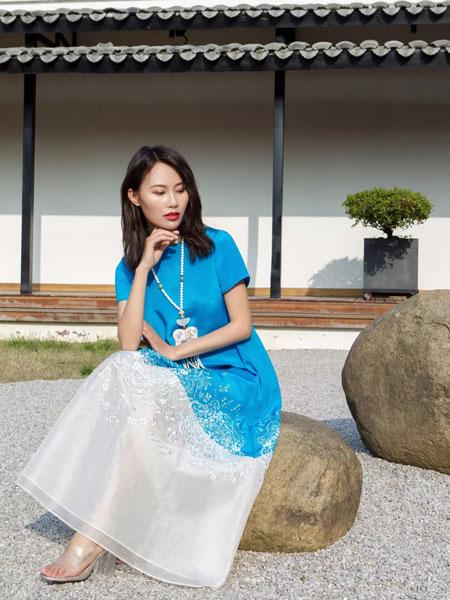 HCGN浒城古娘女装品牌2019春夏撞色连衣裙