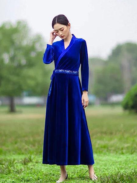 HCGN浒城古娘女装品牌2019春夏新款丝绒连衣裙斜衣流苏长款修身中式连衣裙