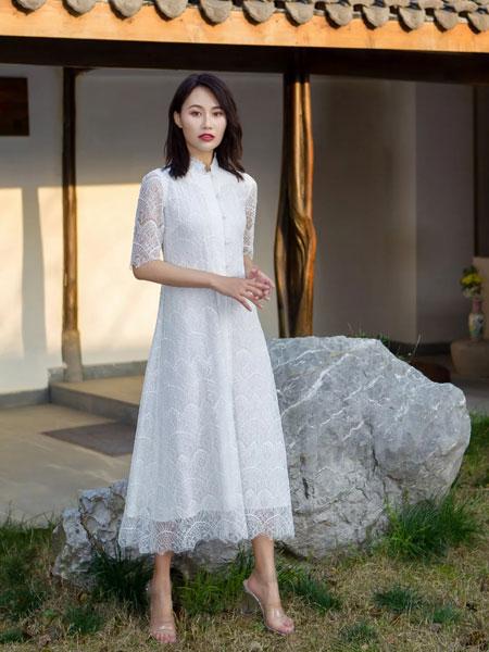 HCGN浒城古娘女装品牌2019春夏花瓷迎风腰带连衣裙