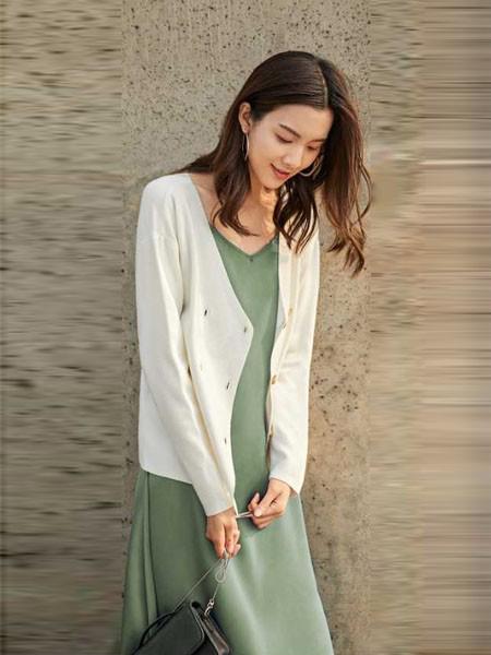 涵沫女装品牌2019春夏新款时尚宽松薄外套潮纯色气质V领双排扣针织开衫