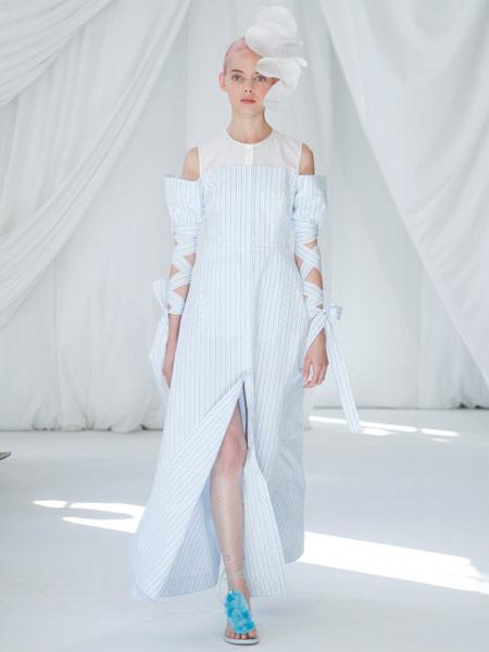 Delpozo女装品牌2019春夏新款一字肩吊带拼接条纹高腰长袖开叉连衣裙
