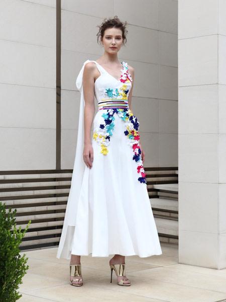 Adeline Andre女装品牌2019春夏新款显瘦双肩深v长款宴会晚礼服