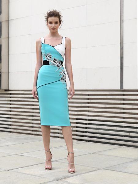 Adeline Andre女装品牌2019春夏新款时尚优雅v领吊带连衣裙