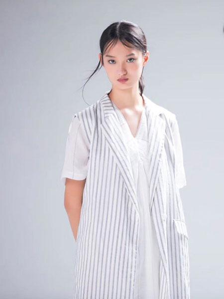 诗简女装品牌2019秋冬印花大衣时尚潮流长袖