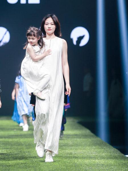 诗简女装品牌2019秋潮流亲子装短袖