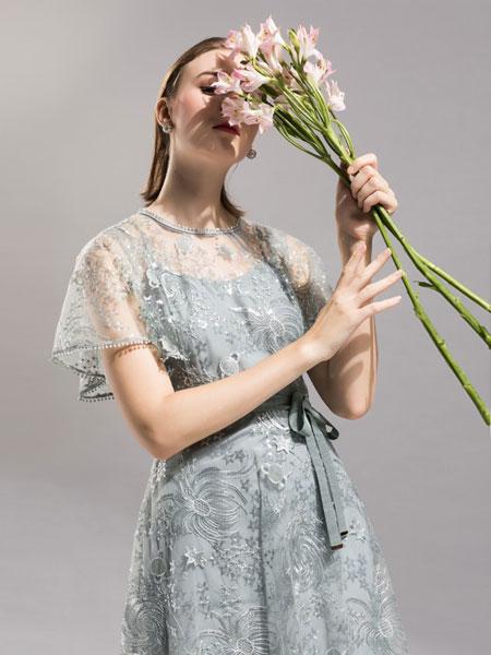 卡佩诺 - KAIPEINUO女装品牌2019春夏刺绣中袖纱网蕾丝圆领连衣裙
