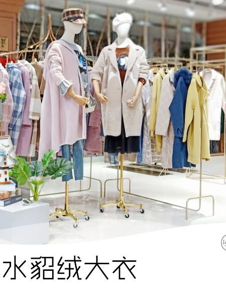 光影水貂绒品牌店铺展示