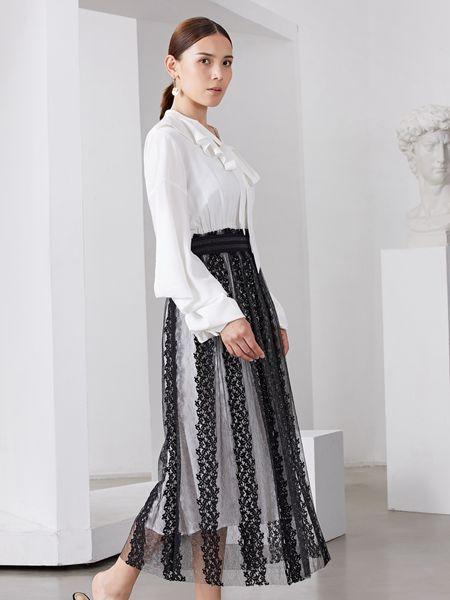 雅默YAAMOO女装品牌2019秋冬镂空条纹裙