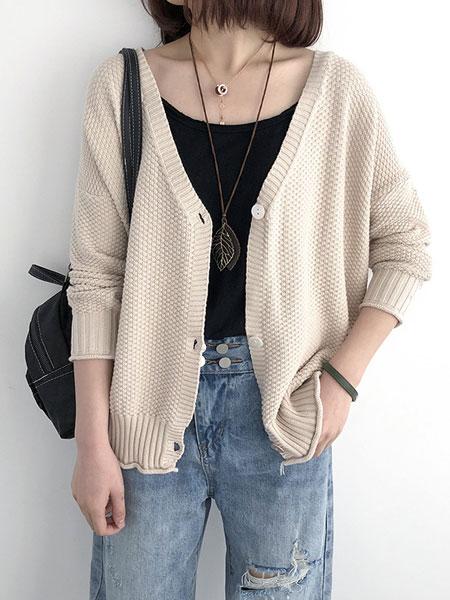 司音女装品牌2019秋冬白色羊毛衫