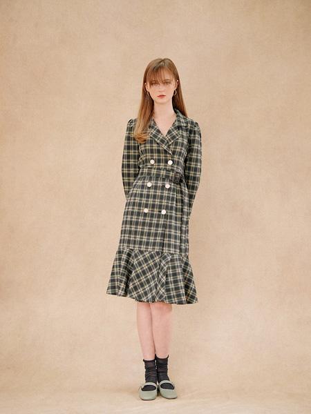 Hackesch女装品牌2019秋冬格子裙