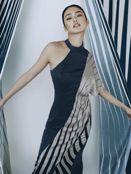 IRADA女装品牌2019春夏撞色艺术裙