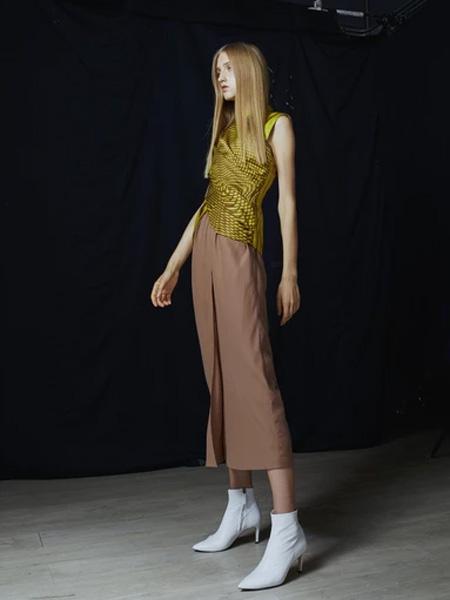 IRADA女装品牌2019春夏时尚褊衫裙