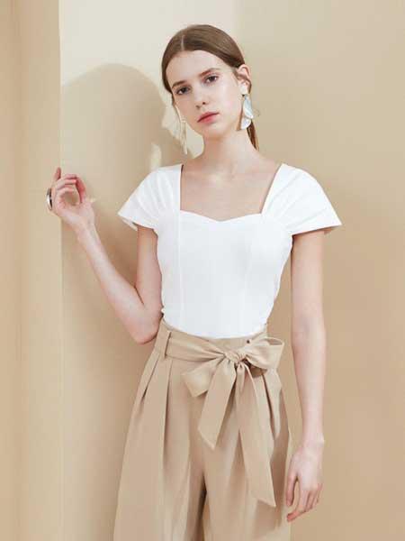 糖力潮品(TAMMYTANGS)女装品牌2019春夏新款白色方领无袖t恤时尚复古短款上衣