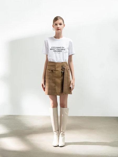 Blancore女装品牌2019秋冬字母印花T恤