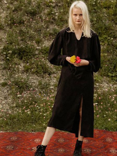 Yana Besfamilnaya女装品牌2019春夏时尚潮流黑色裙子