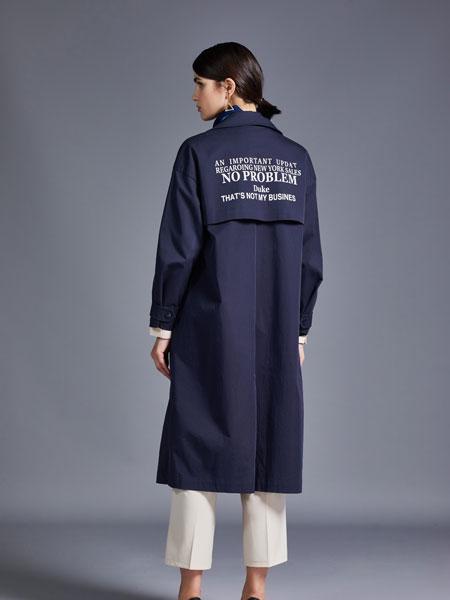 尼赫菲女装品牌2019秋冬藏青色字母印花大衣