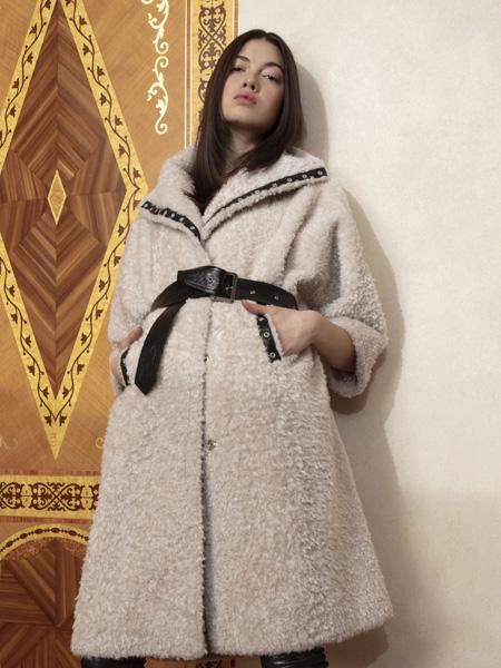 Nour Hammour女�b品牌2019秋冬�色大衣