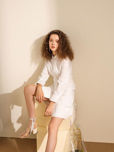 我本布衣女装品牌2019秋冬女款V领长袖纯色短裙 连衣裙
