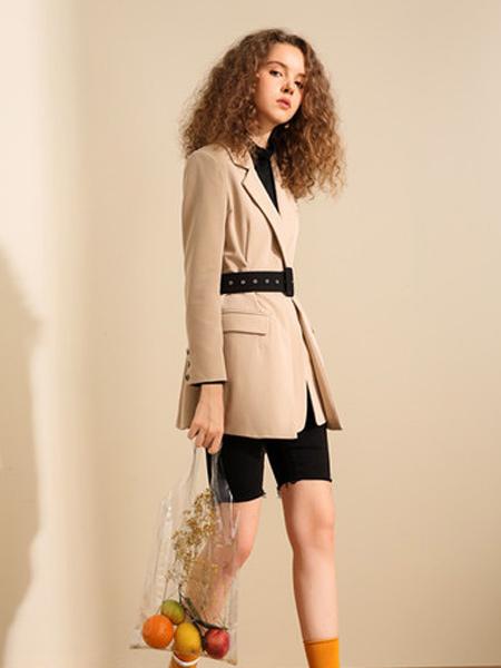我本布衣女装品牌2019秋冬新品时尚复古摩登特色便西中长款收腰西装外套女