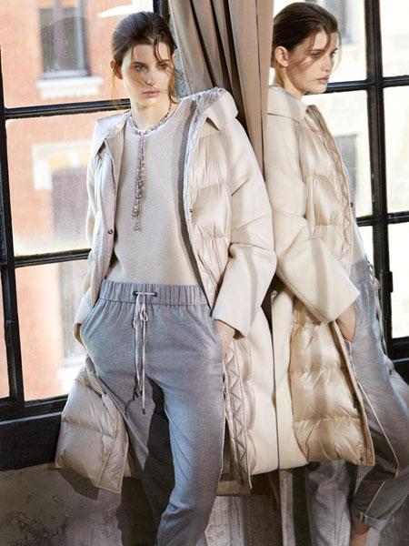 蓓赛丽珂PESERICO女装品牌2019秋冬新款纯色连帽字母刺绣卫衣