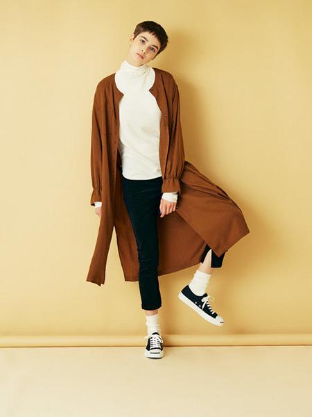 Urvin女装品牌2019秋冬褐色大衣