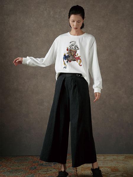 Donoratico女装品牌2019秋季白色印花卫衣