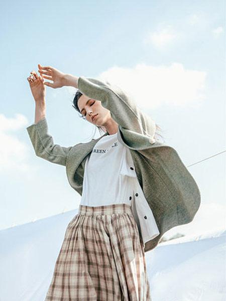 Zimple女装品牌2019秋冬字母印花T恤