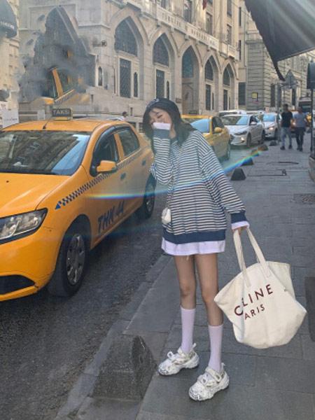 Shiroma女装品牌2019秋冬条纹卫衣