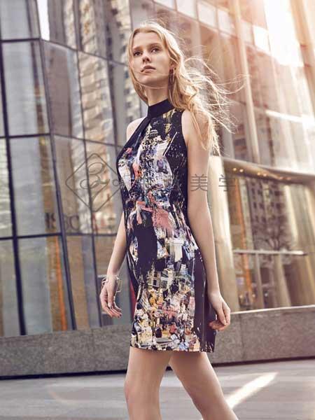 37°生活美学女装品牌2019春夏新款修身性感露肩挂脖印花无袖背心连衣』裙