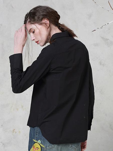 勾勒女装品牌2019秋冬纯黑干练衬衫