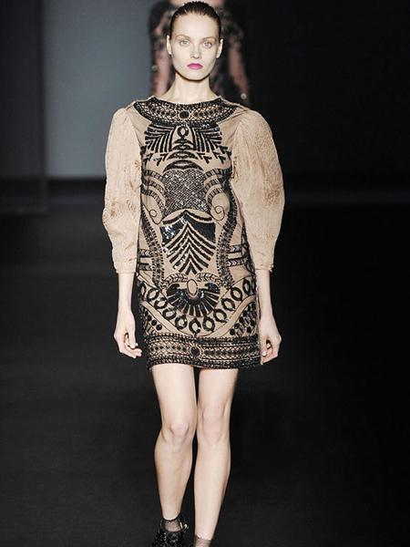 彼得桑女装品牌2019秋季时尚印花个性衣袖上衣