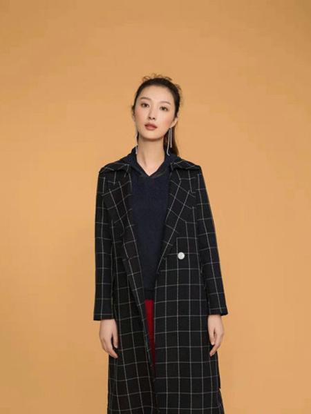 伟然女装品牌2019秋季格子长款外套