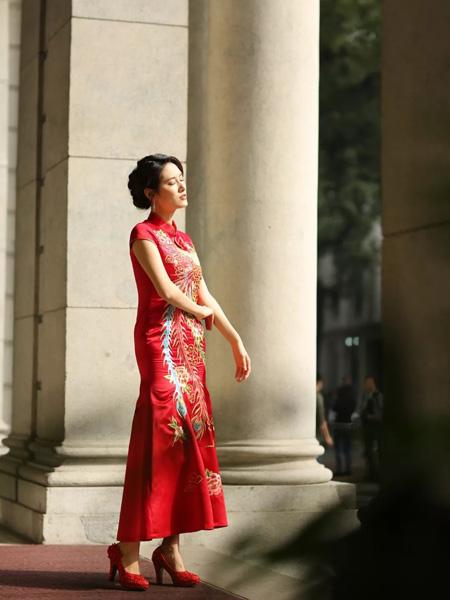 东方贵族女装品牌2019秋冬刺绣新娘红装